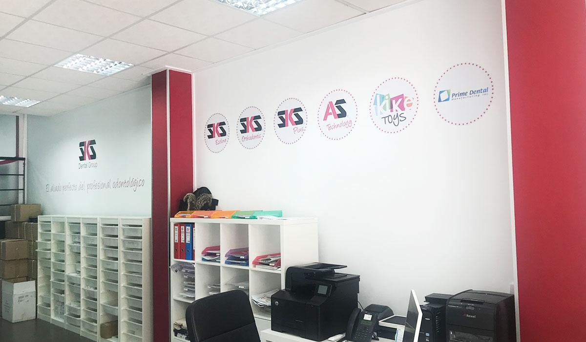 decoracion-oficina-vinilos-imagen-corporativa