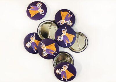 Diseño y producción chapas de regalo personalizadas - Marketing y merchandising